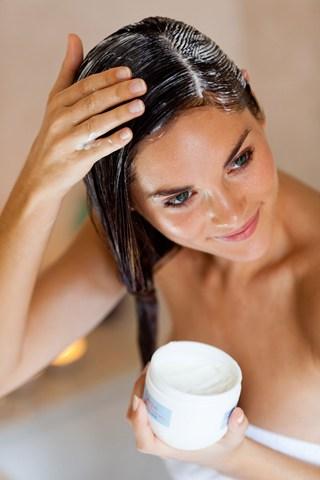 овлажняване на косата